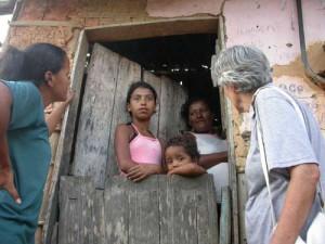 Suor Teresa in visita ad una famiglia